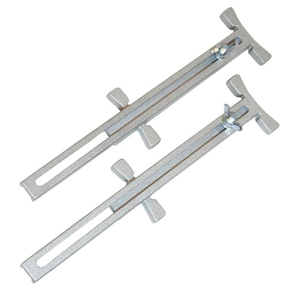 Pair of adjustable line stretchers